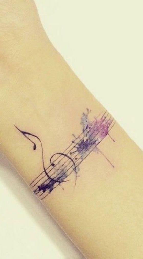 bonito tatuaje de brazo
