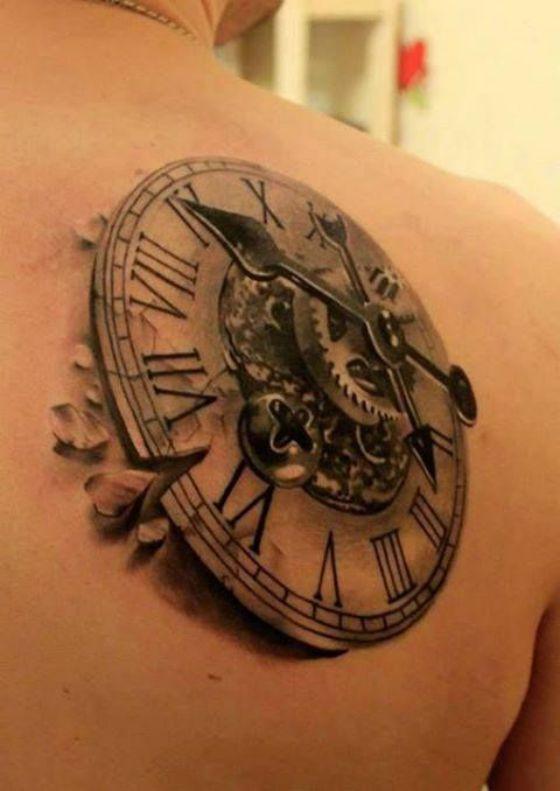 reloj en la espalda tatuaje 3d