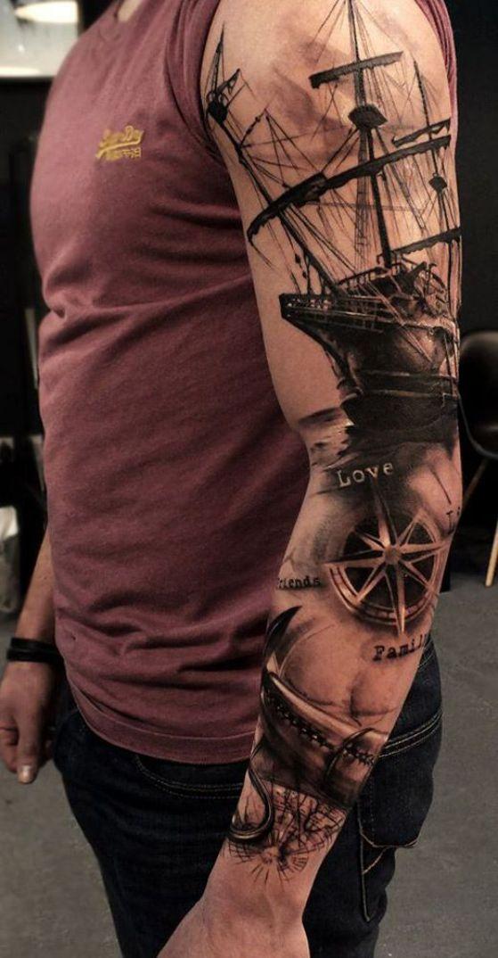 tatauje marinos en el brazo