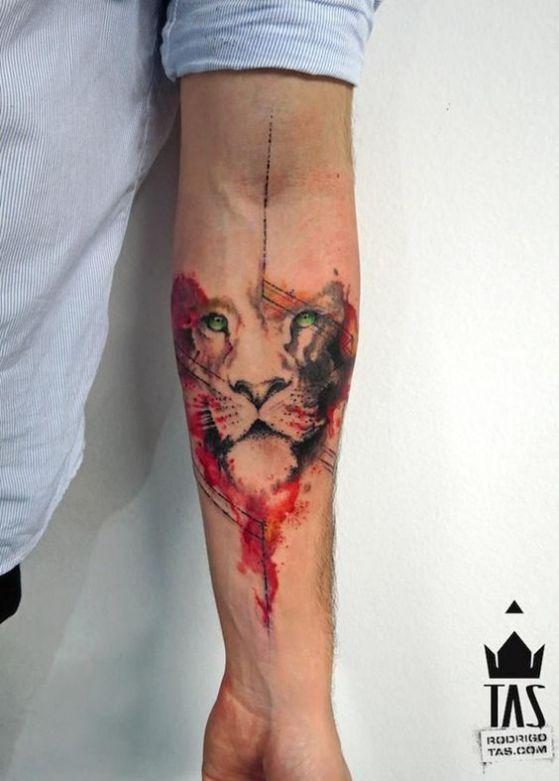 tatuaje de leon para un brazo