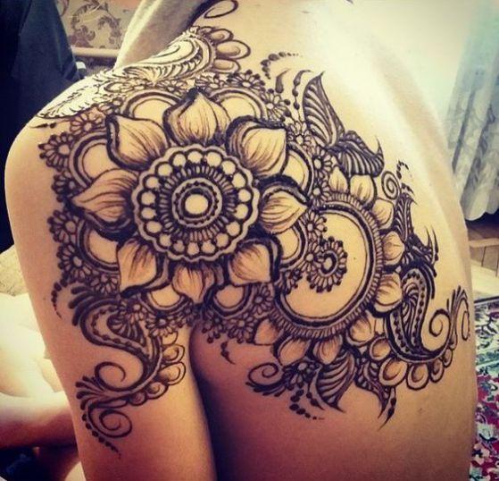 rosa de henna tatuaje