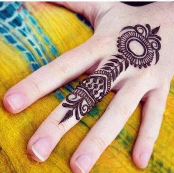 tattoo en el dedo con henna