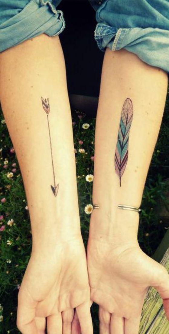 plumas en los brazos tatuajes