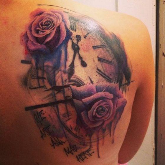 rosa y tiempo tatuaje