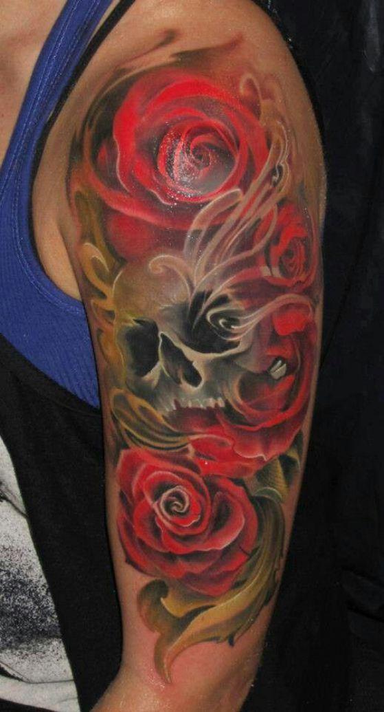 tatuaje de calavera con rosas